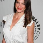 Genevieve Padalecki At An Event For Supernatural (2005)